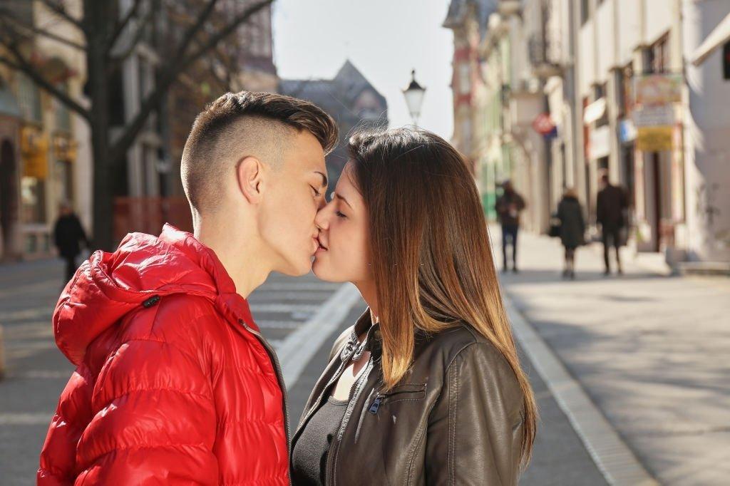 Kuss Auf Den Mund - Bedeutung Und Symbolik Von Träumen 2